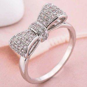 NWOT Beautiful .925 White Sapphire Bow Ring